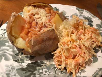 Bakad potatis med bönor och ost