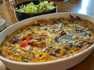 Vegetarisk ostpaj med grönsaker