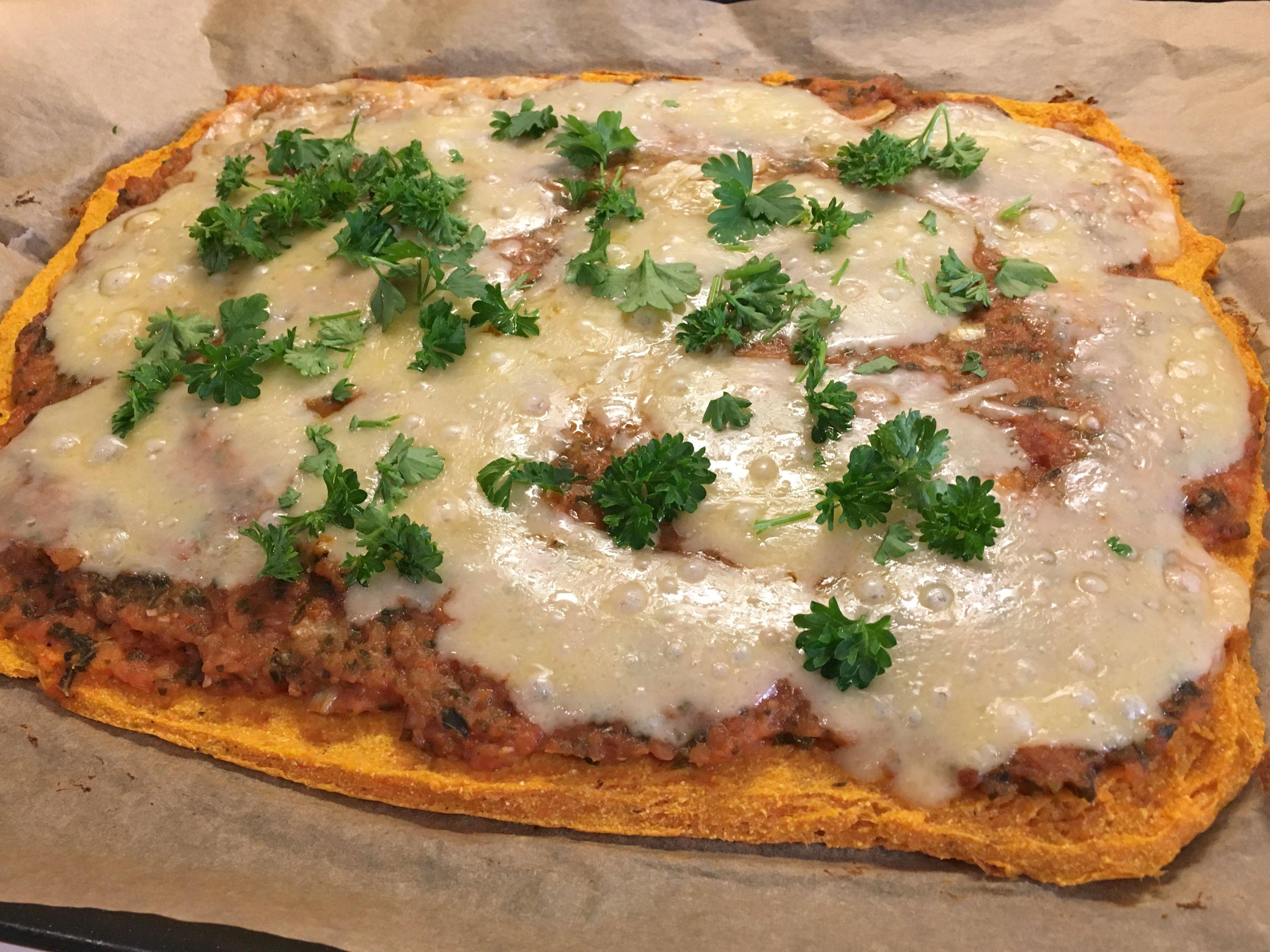 Rotsakspizza på sötpotatisbotten